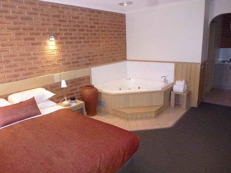 Queen Spa Room