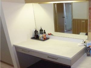 Queen Spa Desk/Dressing Table